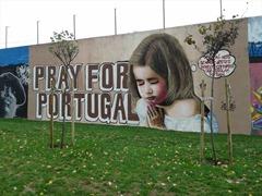 Grafitti an einer Mauer in Lissabon